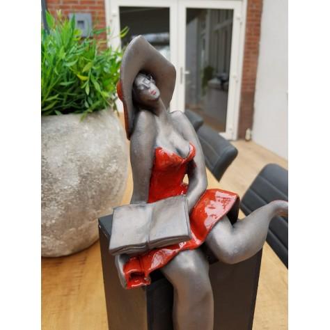 Reading - Beeld met houten sokkel